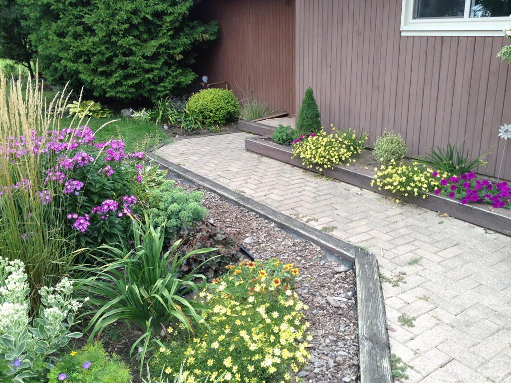 Walkway with side garden